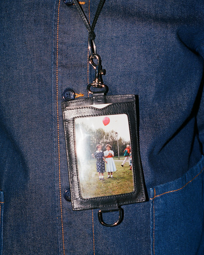 Passport Holder - © D'heygere