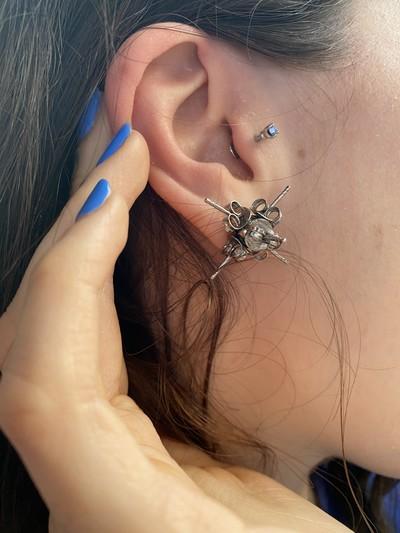 Stud Earrings - © D'heygere